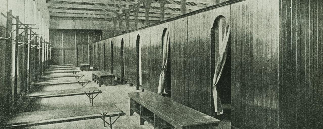 A imagem mostra os dormitórios na Hospedaria de Imigrantes do Brás