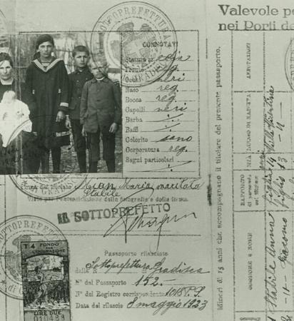 Imagem de passaporte antigo de italianos