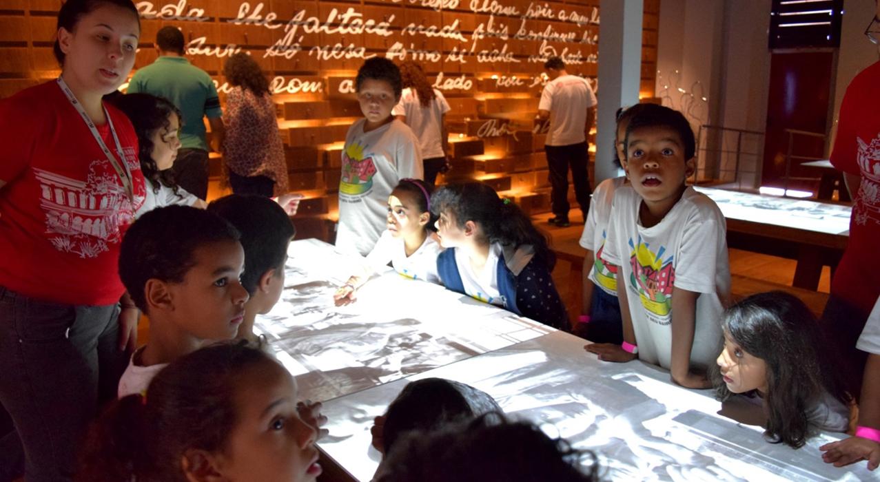 Foto de alunos no programa Público Escolar
