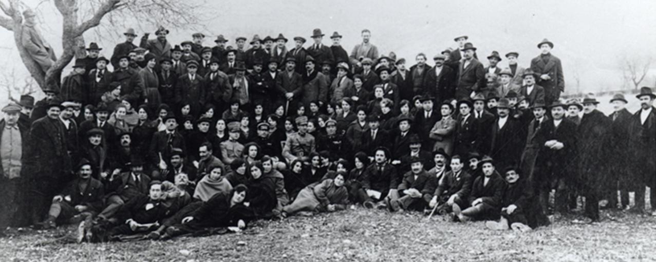 Imigrantes italianos aguardando embarque - acervo Museu