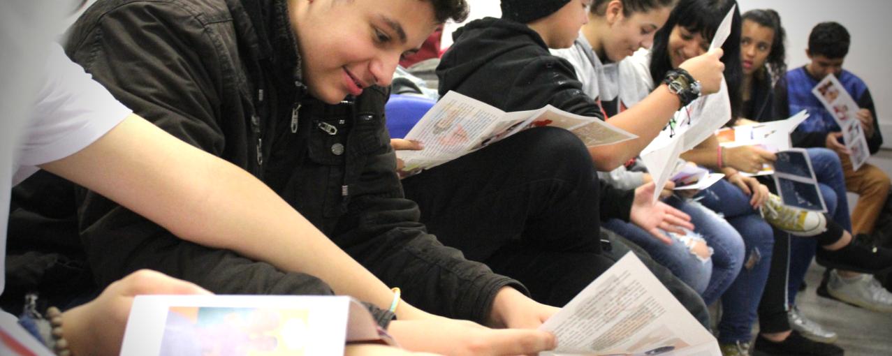 Imagem de adolescentes no projeto Museu vai à escola