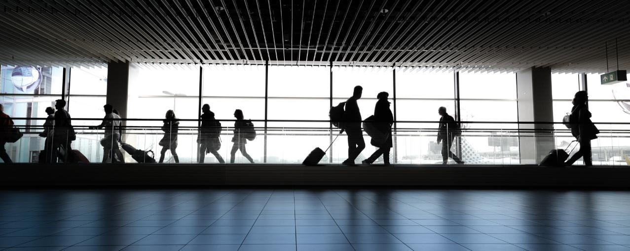 Imagem de pessoas no aeroporto