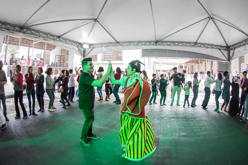 Foto de pessoas dançando no workshop